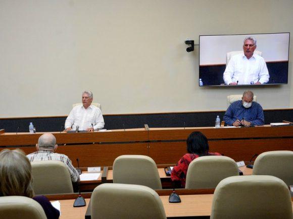 Diaz Canel preside reunión sobre coronavirus 580x435