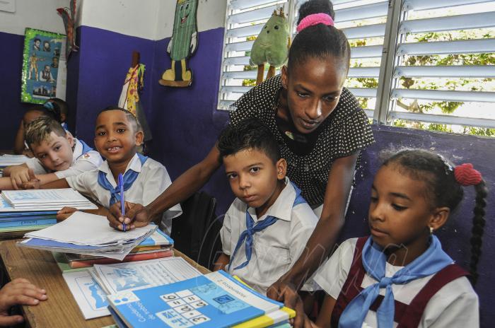 Inicio del curso 2019 2020 en la Escuela Primaria Antonio Bachiller y Morales_ Cada alumno recibe su material escolar Foto Dunia Álvarez Palacios