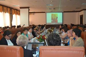 Conferencia internacional científico práctica expuesta por la cónsul de La Habana ante Astaná, Marlén Espinosa