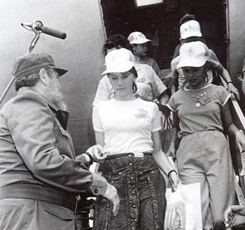 fidel recibe a los primeros pacientes de chernobil2