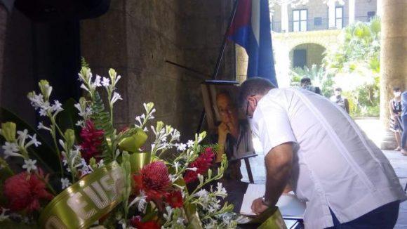 firma del libo de condolencias Leal 580x326