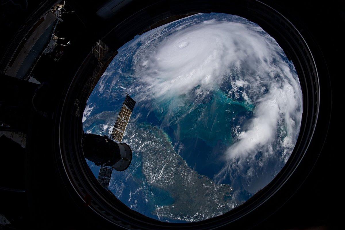 onda tropical huracanes