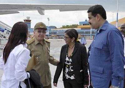 Fraternal encuentro entre Raúl y Maduro
