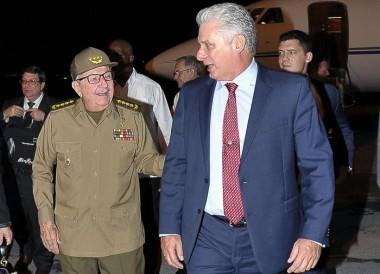Recibió Raúl a Díaz-Canel a su regreso de México
