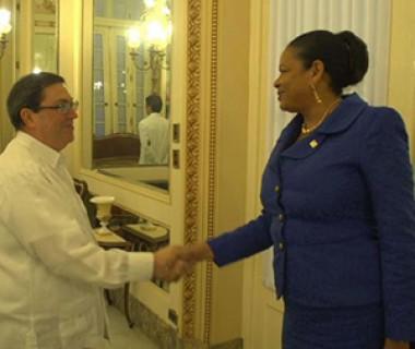 Bruno Rodríguez recibe a secretaria general de Asociación de Estados del Caribe, June Soomer.