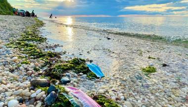 El plástico representa el 85% de los residuos que llegan a los océanos. Hacia 2040, los volúmenes de este material que fluyen hacia el mar casi se triplicarán, advierte el Pnuma. Foto: UN News.