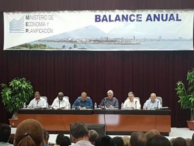Presidente y primer ministro de Cuba participan en balance del Ministerio de Economía y Planificación