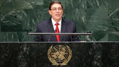 """Bruno Rodríguez Parrilla durante en la presentación del Proyecto de Resolución """"Necesidad de poner fin al bloqueo económico, comercial y financiero impuesto por los Estados Unidos de América contra Cuba"""", ante la ONU."""