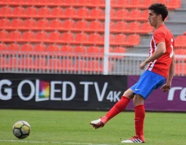 Carlos Vázquez, futbolista de 19 años, juega en la organización del Atlético de Madrid. Foto: Lucía Damiano.