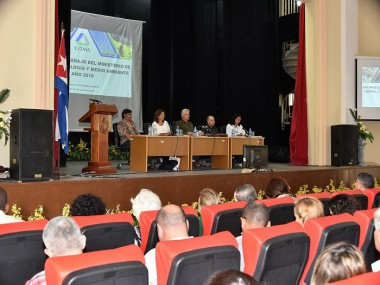 Informatización y Ciencia deben contribuir al desarrollo cubano