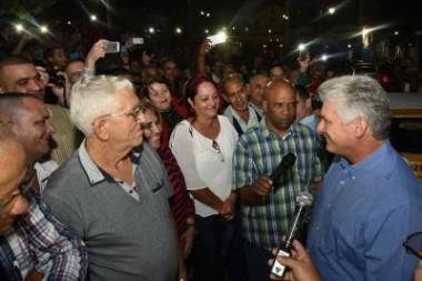 Presidente cubano Díaz-Canel continua visita a provincia central