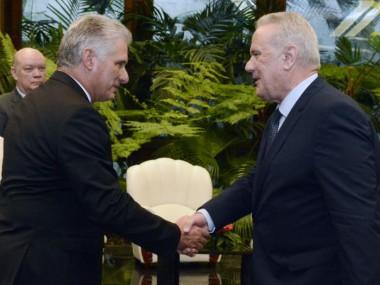 Díaz-Canel recibe al Comisario de Cooperación Internacional y Desarrollo de la Comisión Europea