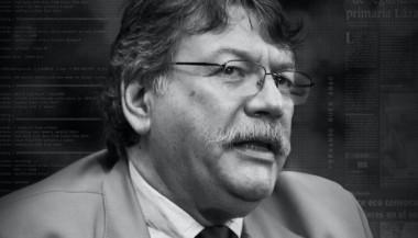 Fernando Buen Abad es actualmente Director del Centro Universitario para la Información y la Comunicación Sean MacBride y del Instituto de Cultura y Comunicación, de la Universidad Nacional de Lanús.