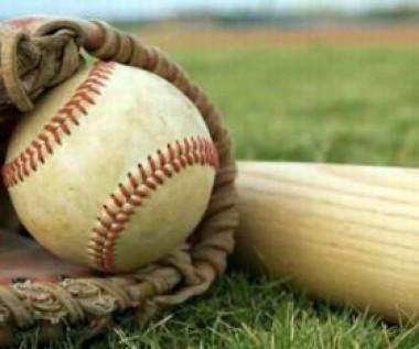 Guante, pelota y bate de béisbol.