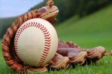 Guante y pelota de béisbol