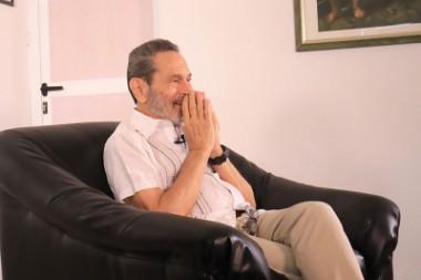 compositor, guitarrista y director de orquesta cubano Leo Brouwer