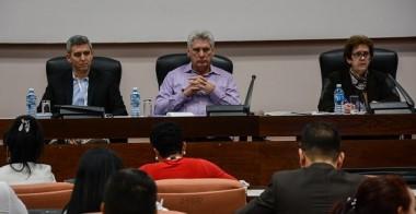 Miguel Díaz-Canel Bermúdez, presiente de los Consejos de Estado y de Ministros, asiste a la Comisión Atención los Servicios, en el Segundo Periodo Ordinario de Sesiones de la IX Legislatura de la Asamblea Nacional el Poder Popular