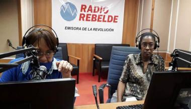 Arleen Rodríguez y la Dra. Annia Duani Navarro en el programa