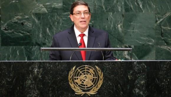 """Ministro de Relaciones Exteriores de Cuba, Bruno Rodríguez Parrilla durante en la presentación del Proyecto de Resolución """"Necesidad de poner fin al bloqueo económico, comercial y financiero impuesto por los Estados Unidos de América contra Cuba"""", ante la ONU."""